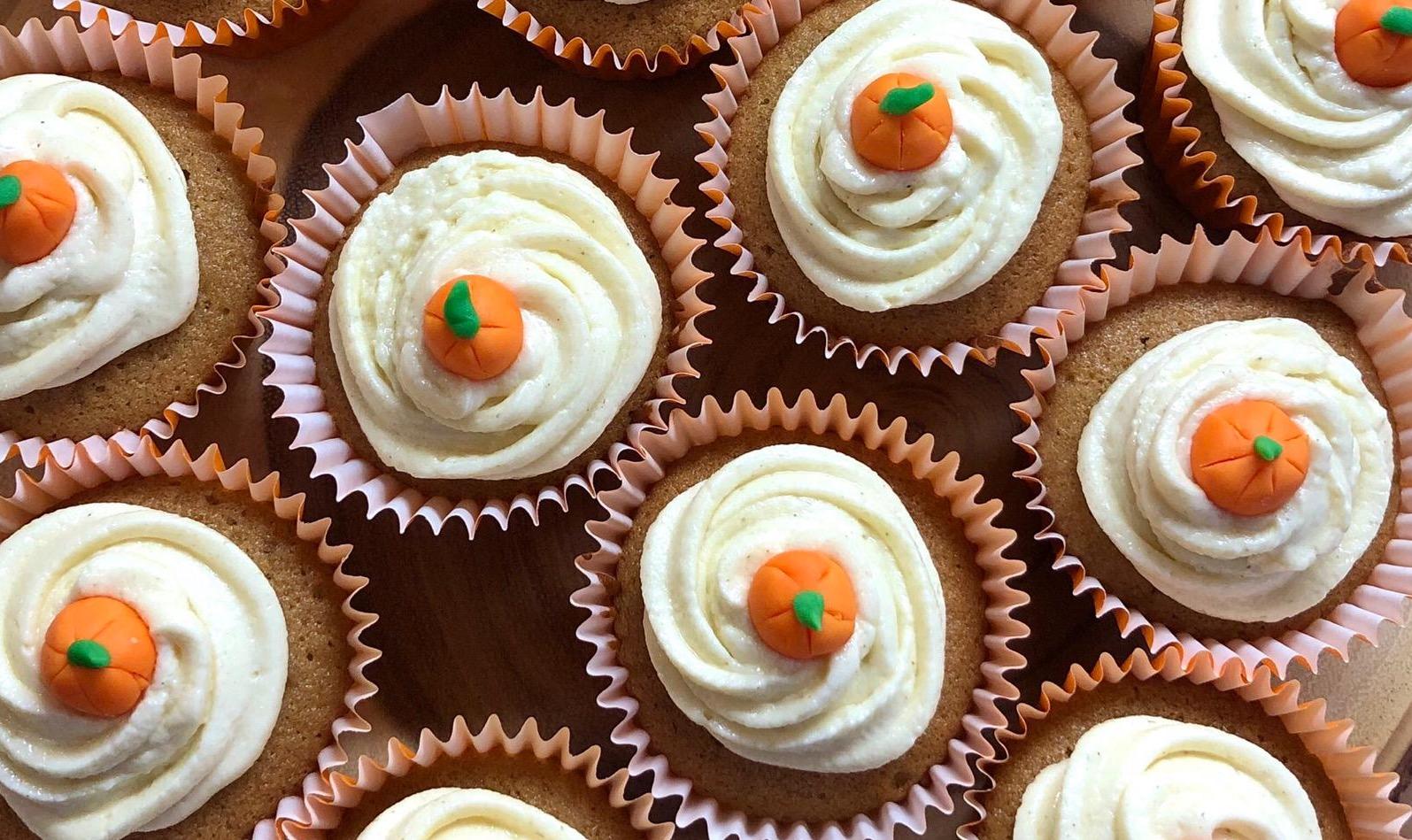 Herbstliche Kürbis Cupcakes